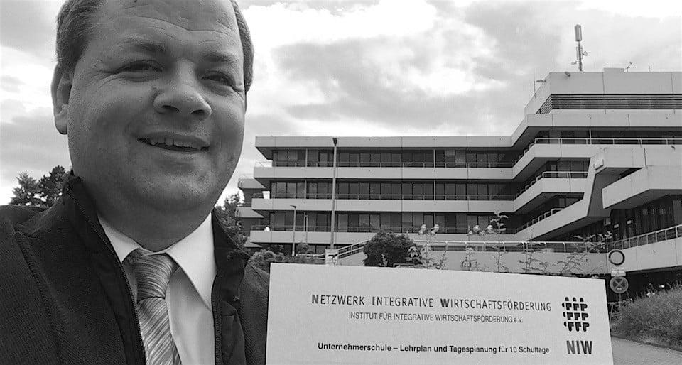 Unternehmensberater Sven Oliver Rüsche - Dozent und Schulleiter für NIW Unternehmerschulen.